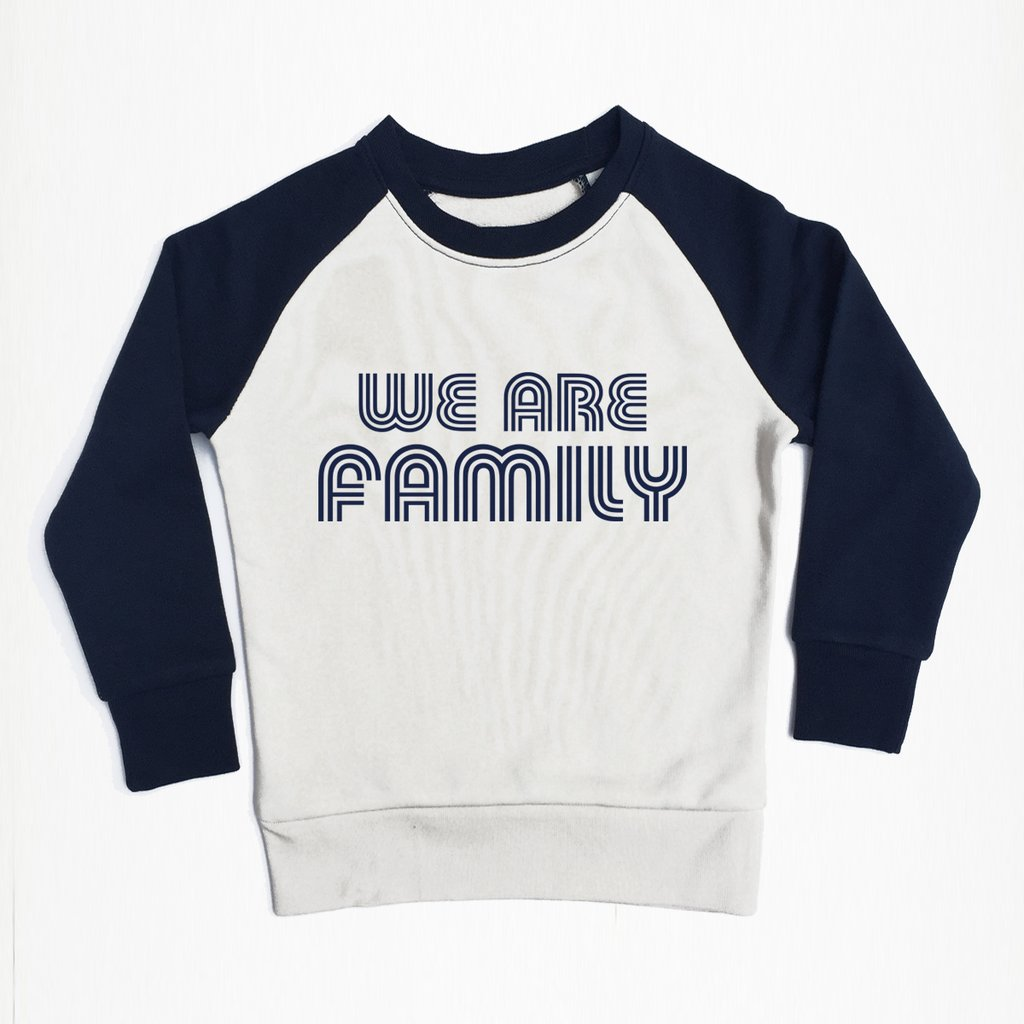 mockup_sweat_navy_sleeves_we_are_family_1024x1024